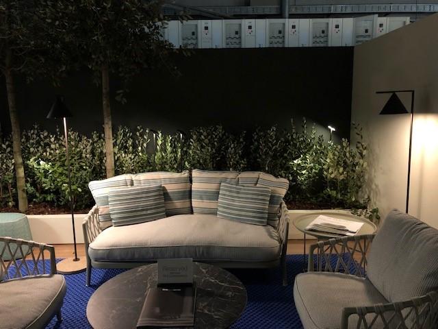 ミラノサローネ2019、超絶ミーティングスペース内に展示された照明、FLOS CAPTAIN FLINT OUTDOOR、B&BのOUTDOOR家具と