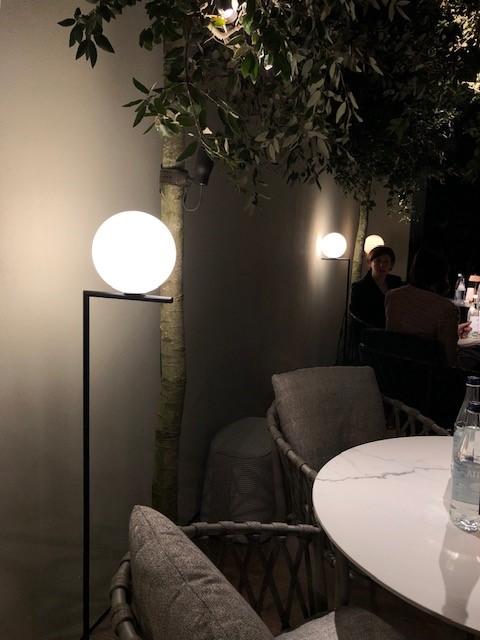 ミラノサローネ2019、超絶ミーティングスペース内に展示された照明、FLOS IC F1の新色マットブラック