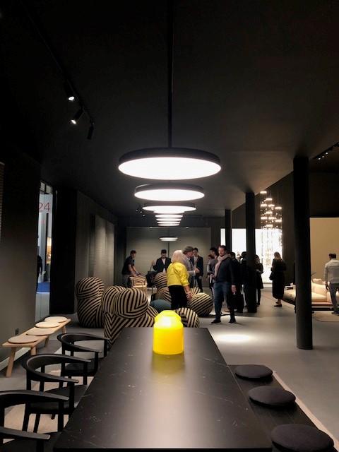 ミラノサローネ2019、超絶ミーティングスペース内に展示された照明、FLOS infrastructure、デザイナーはVincent Van Duysenです