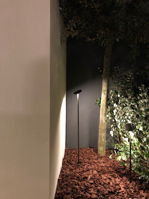 ミラノサローネ2019、超絶ミーティングスペース内に展示された照明、FLOS LANDLORD SOFT、デザイナーはPiero Lissoni