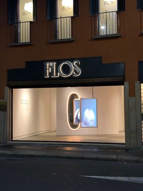 FLOSのLA PLUS BELLE、デザイナーはPhilippe Starck、夜になると一層美しさが際立っていました