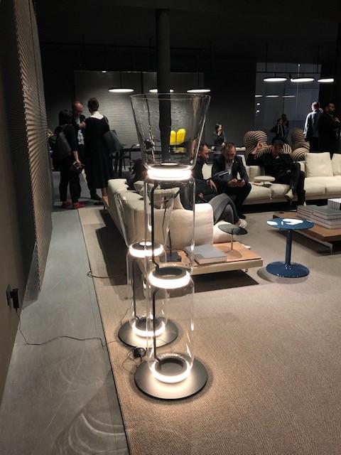 ミラノサローネ2019、超絶ミーティングスペース内に展示された照明、FLOS NOCTUMBLE