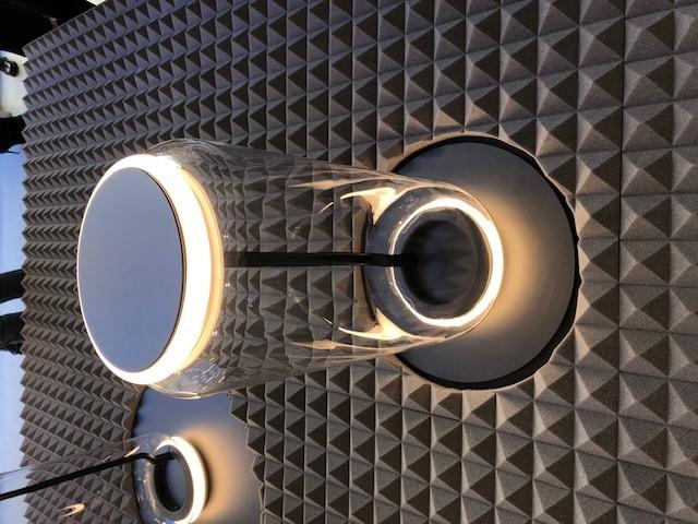 FLOSのNOCTUNBLE、デザイナーはKonstantin Grcic、非常に透明感のあるクリアな吹きガラスとリング状のLEDを組み合わせたモジュール構造の照明システムです。