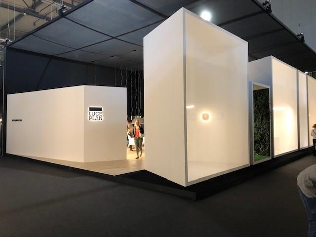 イタリアの大手照明ブランドLUCEPLANの展示ブース