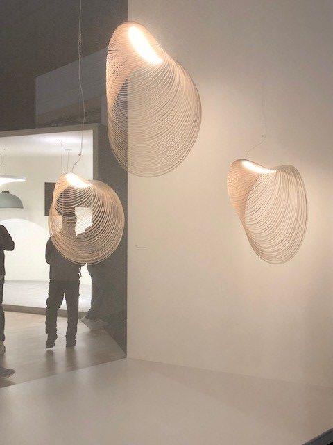 イタリアの大手照明ブランドLUCEPLANの展示ブース、新作lllan