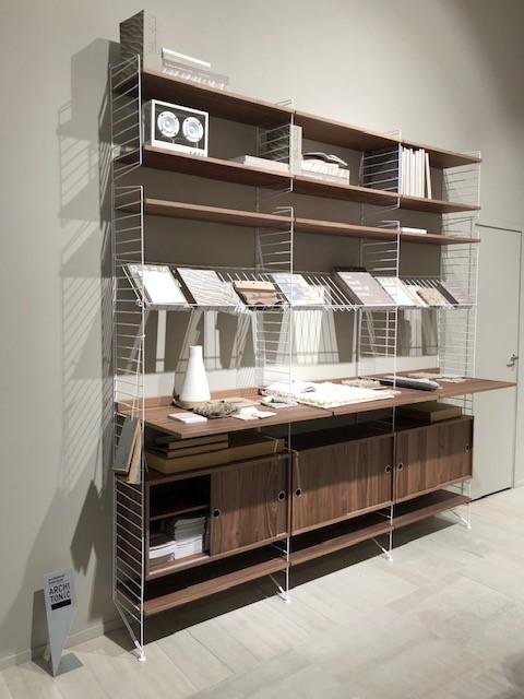 S.PROJECT、string®  furnitureの展示ブース、string®  system、ホワイトフレーム、ウォールナット