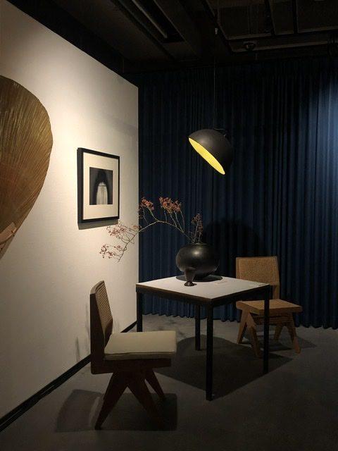 ピエールジャンヌレの家具とアートのある暮らし展 、Armless Dining Chairのコーナー