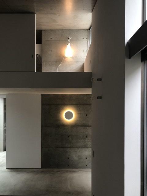 十七月の住居オープンハウス、照明FLOSのCAMOUFLAGEとMAYDAY