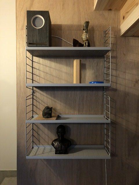 スウェーデン製のウォールラックシステム、string® shelf
