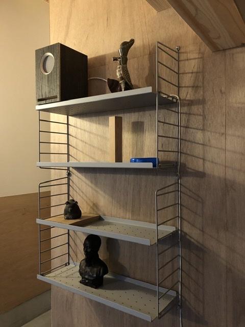 スウェーデン製のウォールラックシステム、string® shelf、70年間変わることのないタイムレスデザイン