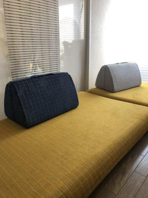 HAREMのロースタイルソファ、CARRY SOFA、背もたれは持ち運びできるようにハンドストラップがついています