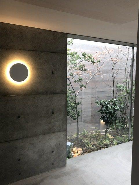 十七月の住居オープンハウス、照明FLOSのCAMOUFLAGE
