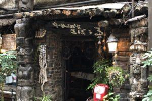 東京神保町の人気喫茶店さぼうる、山小屋風、ウッディ、昭和の喫茶店