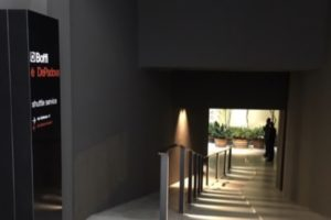 De Padova Milan flagship store イタリア ミラノ 家具 ショールーム パティオ アプローチ