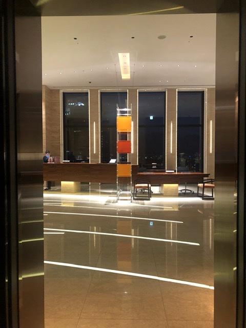 インターコンチネンタルホテル大阪 InterContinental Osaka ロビー アクリル照明