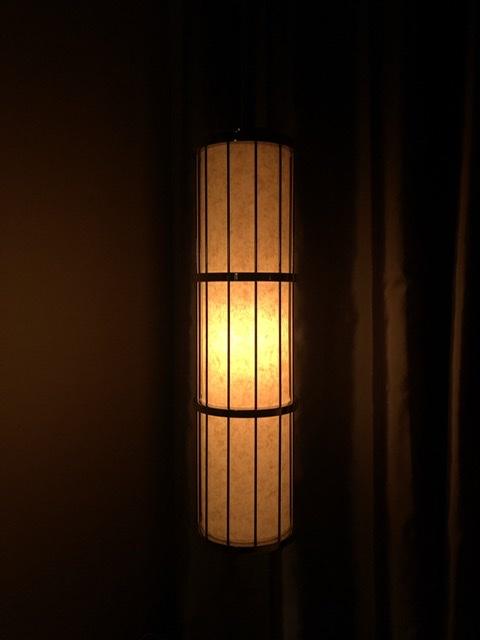 セントレジスホテル大阪 ベッドサイド照明 サスペンション