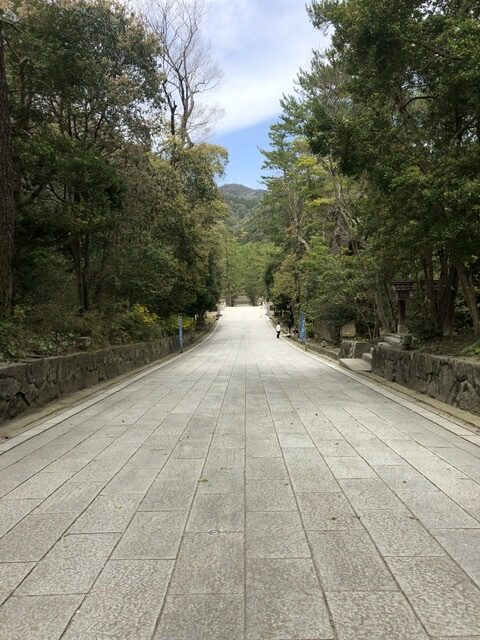 出雲大社 島根県 日本の聖地 高床式 参道 一泊旅行